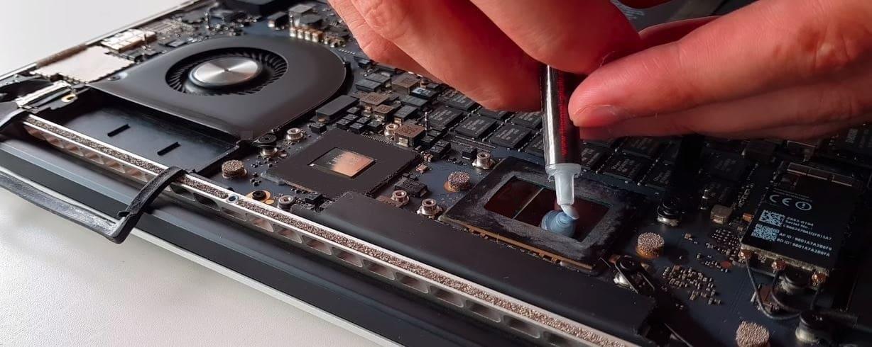 чистка Macbook от пыли с заменой термопасты